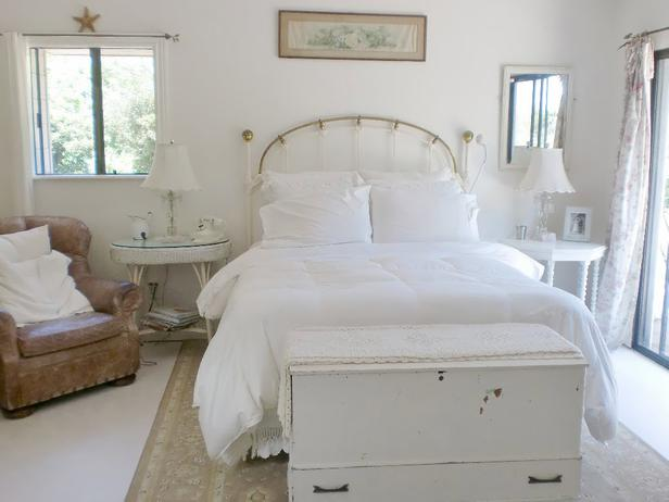 White shabby chic bedroom decor ideasdecor ideas for Shabby chic bedroom designs