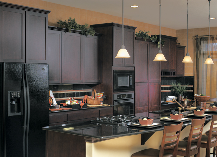 Kitchen cabinet colors with black appliances decor for Kitchens with black appliances