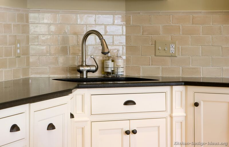 Kitchen tile backsplash ideas with white cabinets decor for Kitchen ideas backsplash