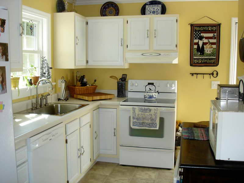 Paint colors for kitchen with white cabinets decor for What color paint goes with white kitchen cabinets