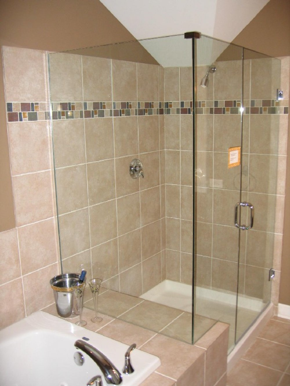 Bathroom tile ideas for shower walls decor ideasdecor ideas for Glass tile bathroom designs
