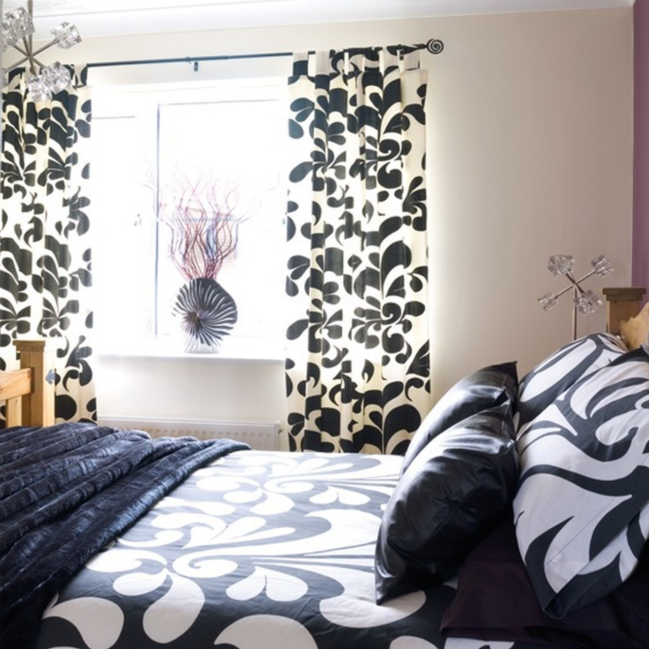 Black and white bedroom curtains decor ideasdecor ideas for Curtains and drapes for bedroom ideas