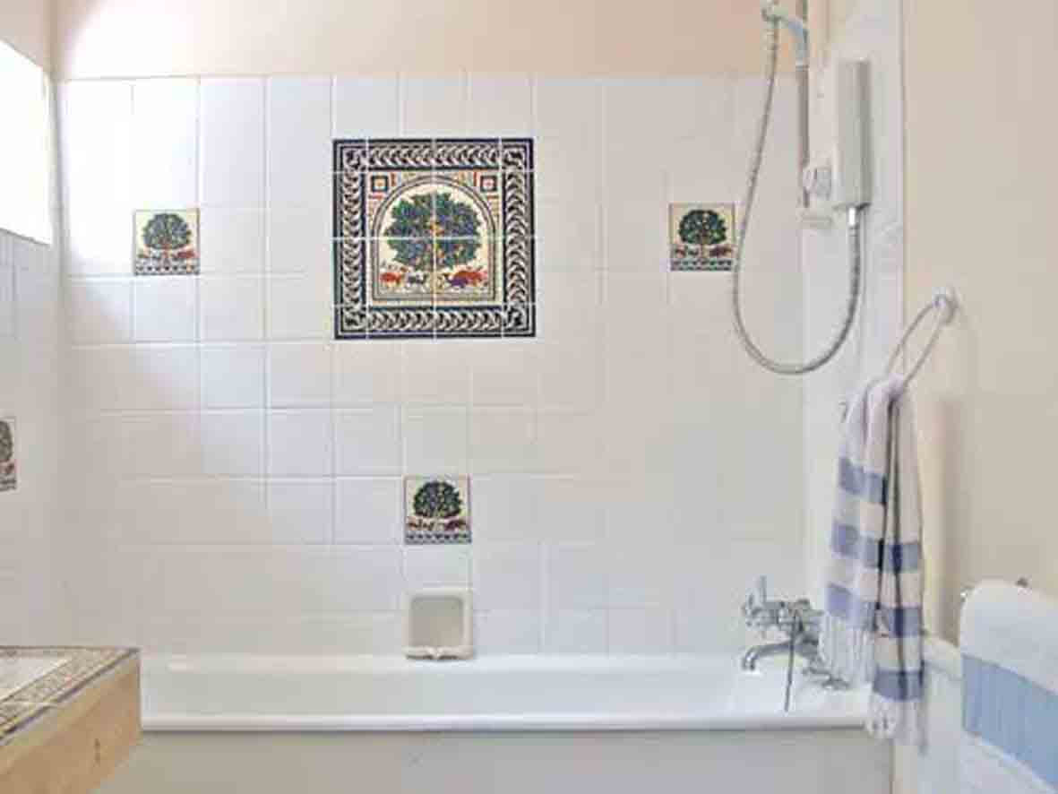 Cheap bathroom tile ideas decor ideasdecor ideas for Cheap bathroom decorating ideas for small bathrooms