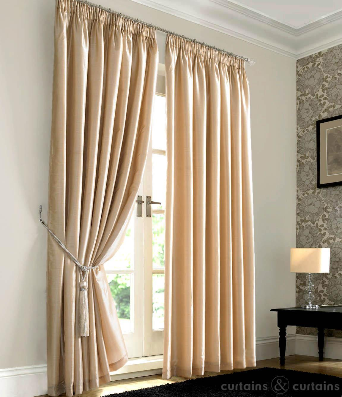 Cream bedroom curtains decor ideasdecor ideas for Bedroom curtain ideas