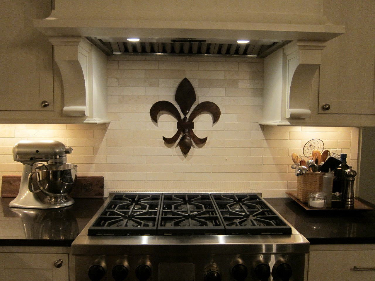 Fleur de lis metal wall decor decor ideasdecor ideas for Fleur de lis home decorations