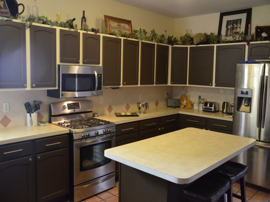 Painting Old Kitchen Cabinets Color
