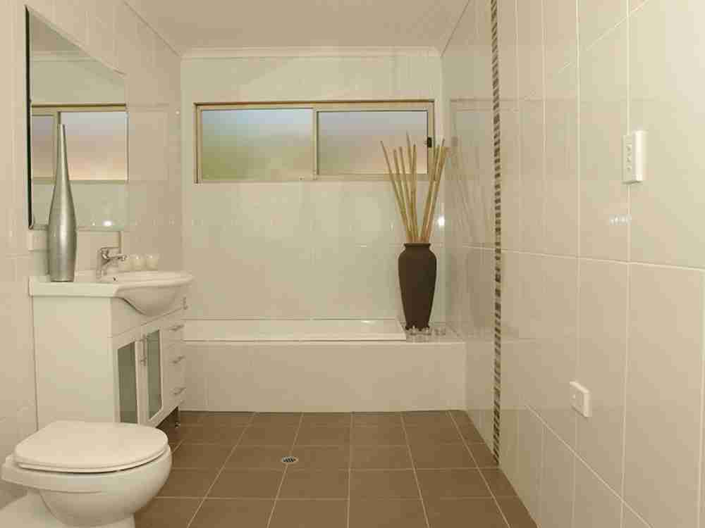 Simple bathroom tile ideas decor ideasdecor ideas for Simple small bathroom