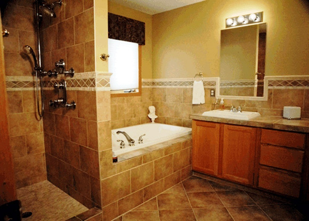 Small bathroom floor tile designs ideas decor ideasdecor for Tiny bathroom shower ideas