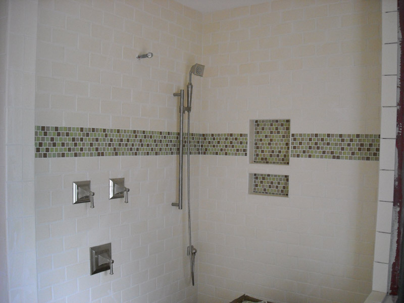Black and white subway tile bathroom ideas images for Bathroom design ideas mosaic tiles