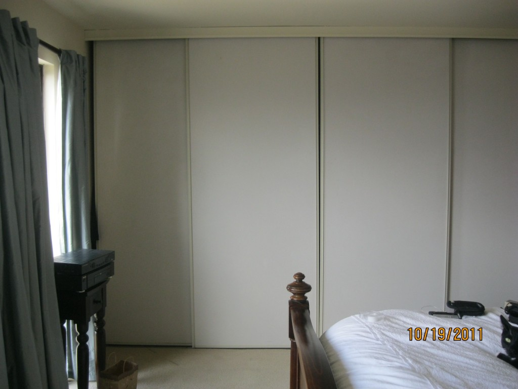 Bedroom closet door ideas decor ideasdecor ideas for Closet door ideas