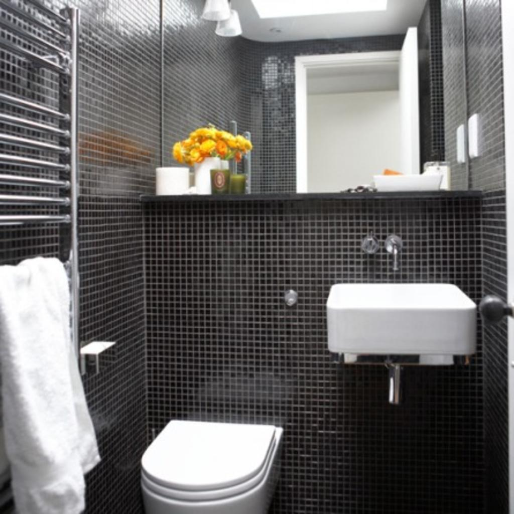 Small black and white bathroom pictures decor ideasdecor for Small bathroom design black and white