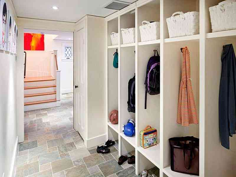 Mudroom entryway furniture decor ideasdecor ideas for Mudroom locker design plans