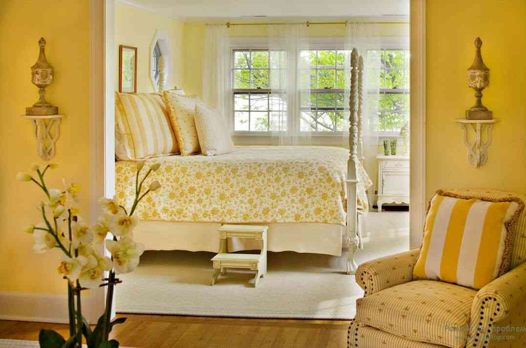 Yellow master bedroom decor ideasdecor ideas for Home decor yellow walls