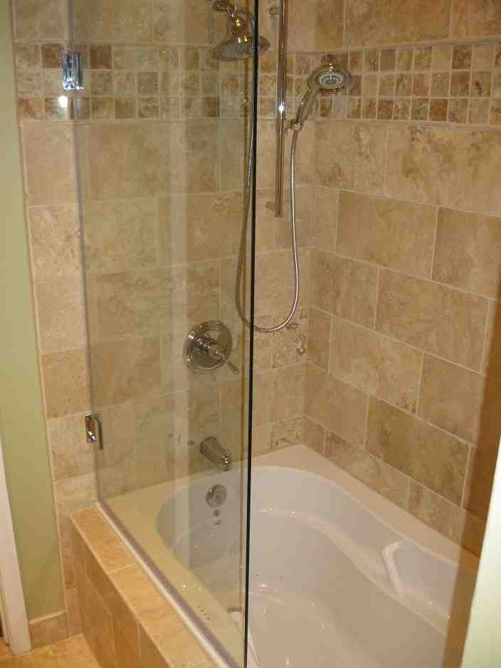 Bathtub glass shower doors decor ideasdecor ideas for Bathroom ideas with tub and shower