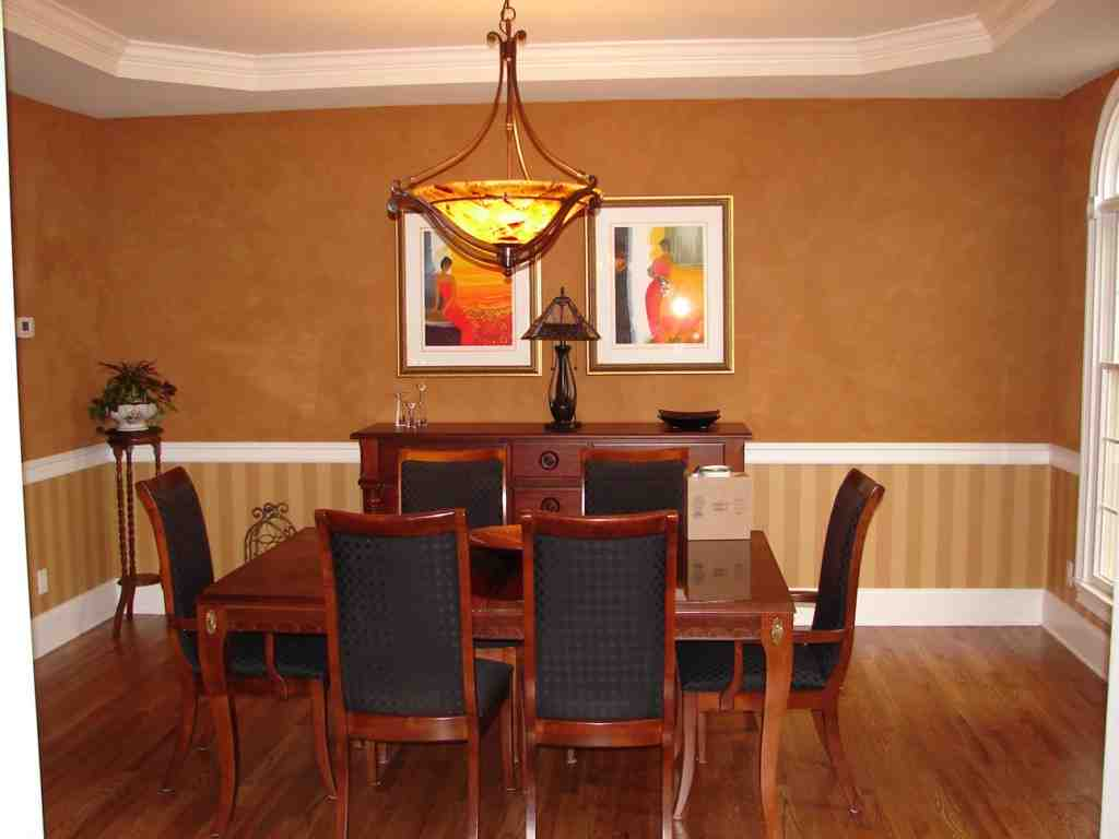 Dining room chair rail ideas decor ideasdecor ideas for Dining room decorating ideas with chair rail