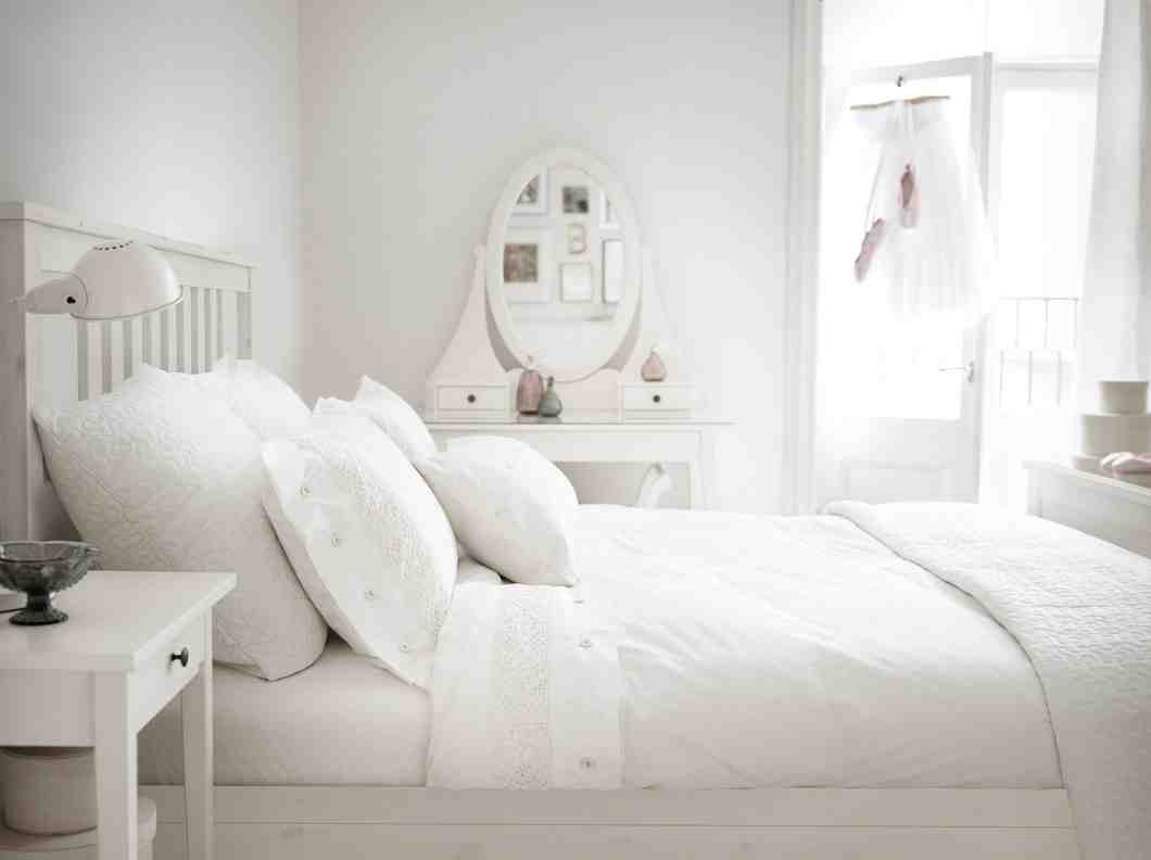 Ikea white bedroom furniture decor ideasdecor ideas for Bedroom ideas with white furniture