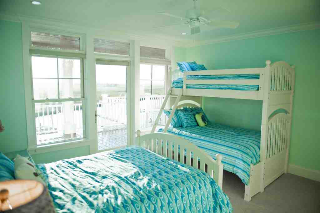 Mint green bedroom ideas decor ideasdecor ideas for Green bedroom design