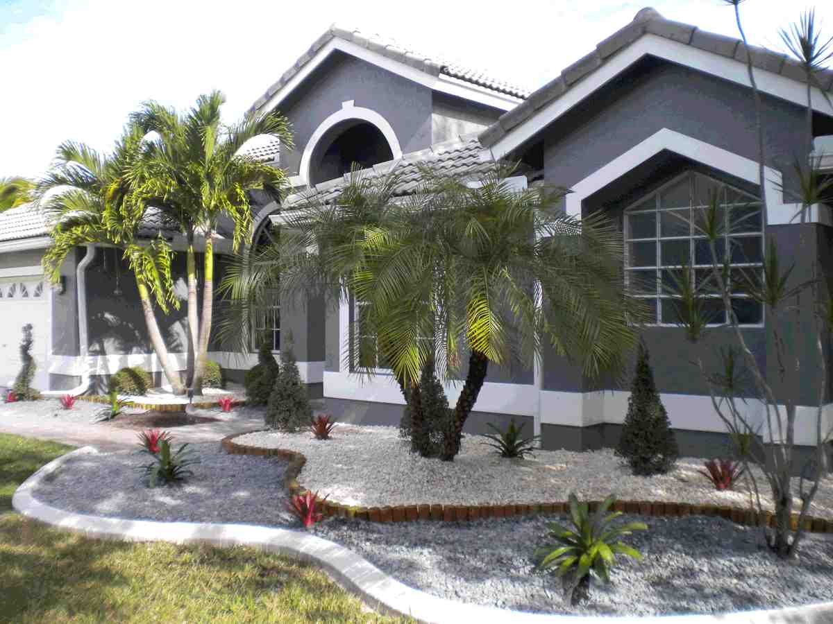 Chapter florida landscaping ideas for front yard scaping for Pictures of front yard landscapes