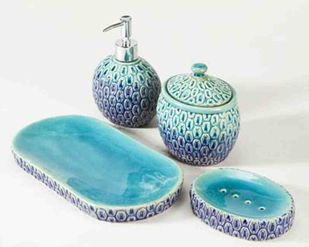 Aqua bathroom decor decor ideasdecor ideas for Aqua bathroom accessories sets