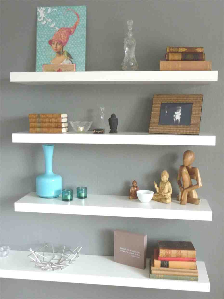 Floating wall shelves decorating ideas decor ideasdecor for Shelving ideas for living room walls
