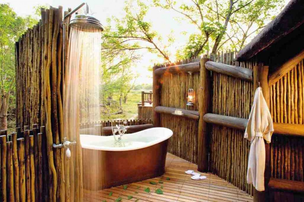 Outdoor Bathroom Decor