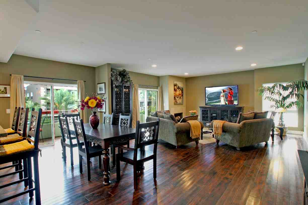 Paint ideas for open living room and kitchen decor for Open living room designs