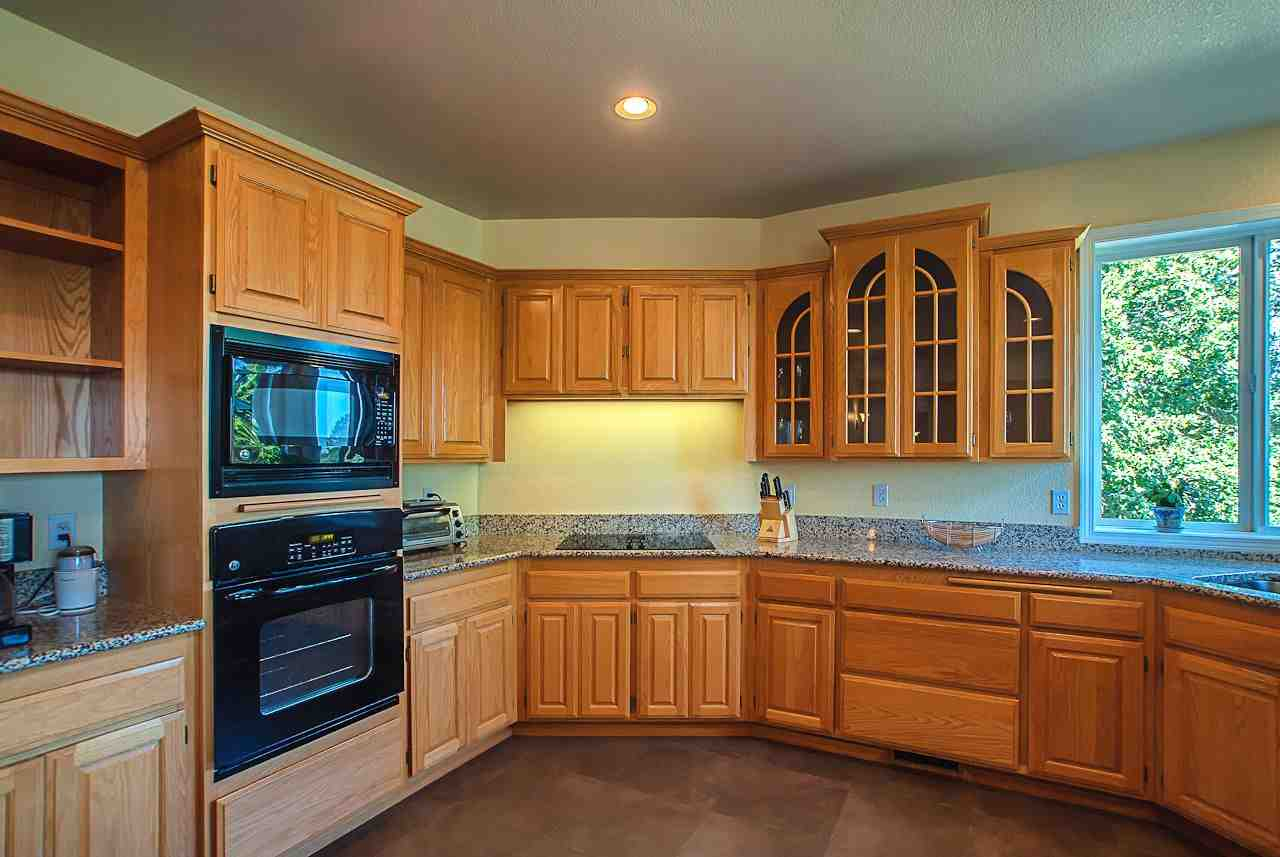 Oak kitchen cabinets why choose decor ideasdecor ideas for Camo kitchen ideas