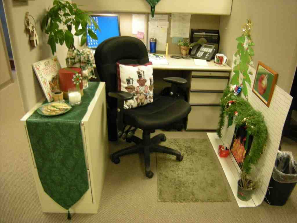 Simple Officedecorideasworkofficedecoratingideasholidaycubiclejpg