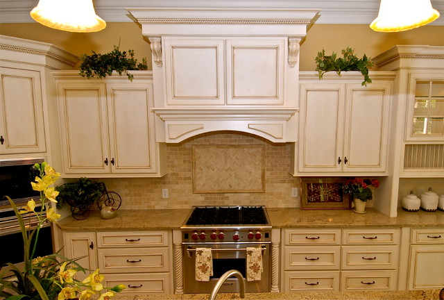 white kitchen cabinets with glaze antique white glazed kitchen cabinets decor ideasdecor ideas 1812