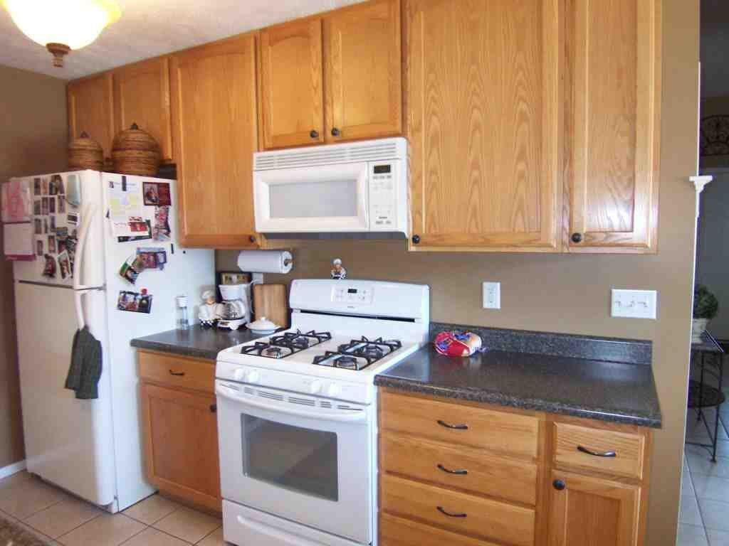best kitchen wall colors with oak cabinets kitchen colors with oak cabinets and black countertops 12118