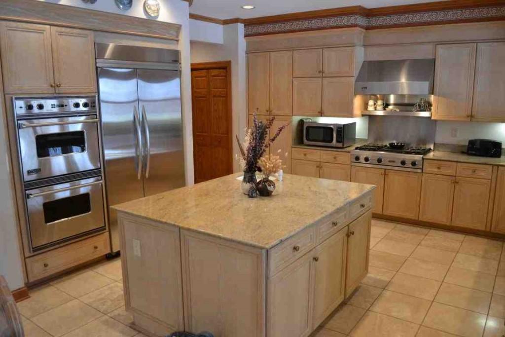 Light Oak Kitchen Cabinets